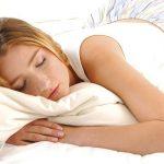 あなたの寝相は大丈夫?うつ伏せに寝るとむくみの原因にも